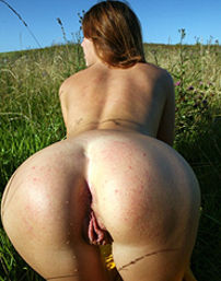 Naked Linda Shows Her Hot Ass