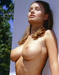 Suzan Carter With Well Rounded Tits