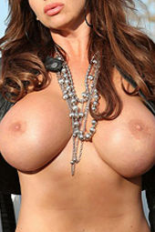 Rachel Aziani gets naked