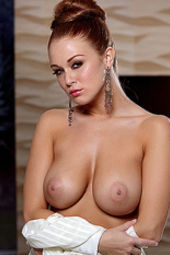 Leanna Decker Via Holly